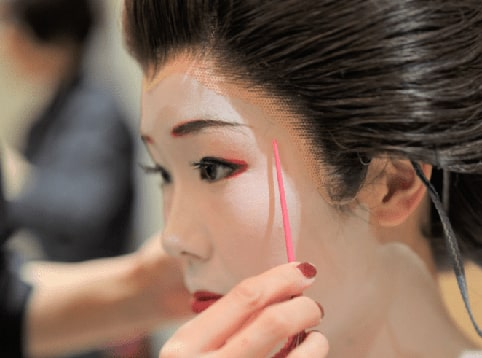 Geisha Makeover experience in Gion