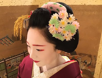Differences Between Geisha and Maiko Outfits and Hair