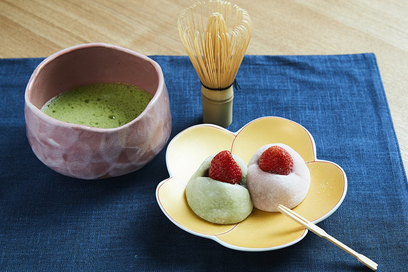 Japanese sweets making and Tea Ceremony in Kyoto Maikoya