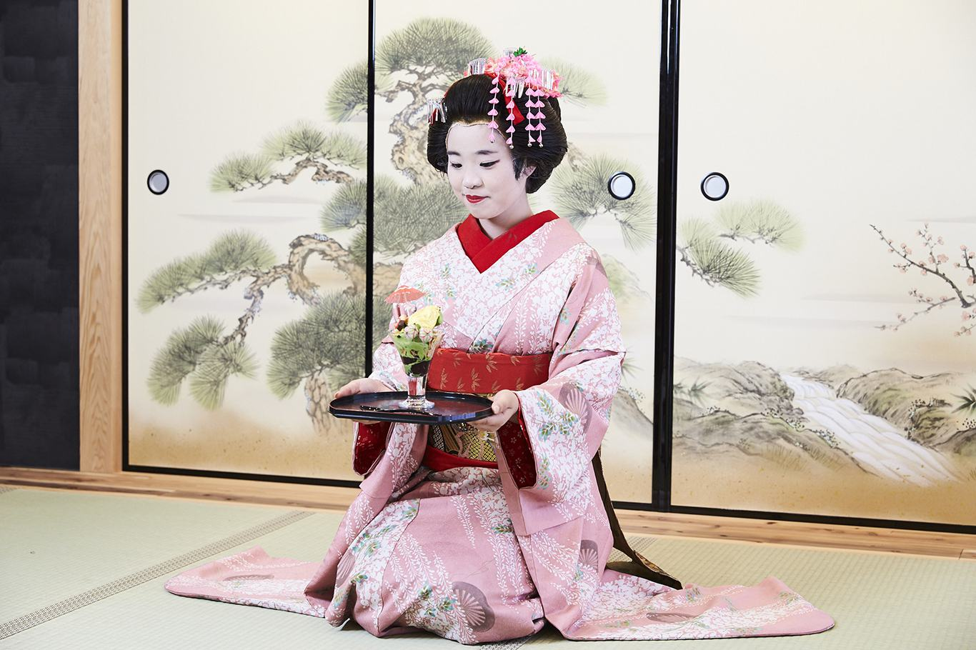 Eat Golden Ice Cream Served by a Maiko in Osaka