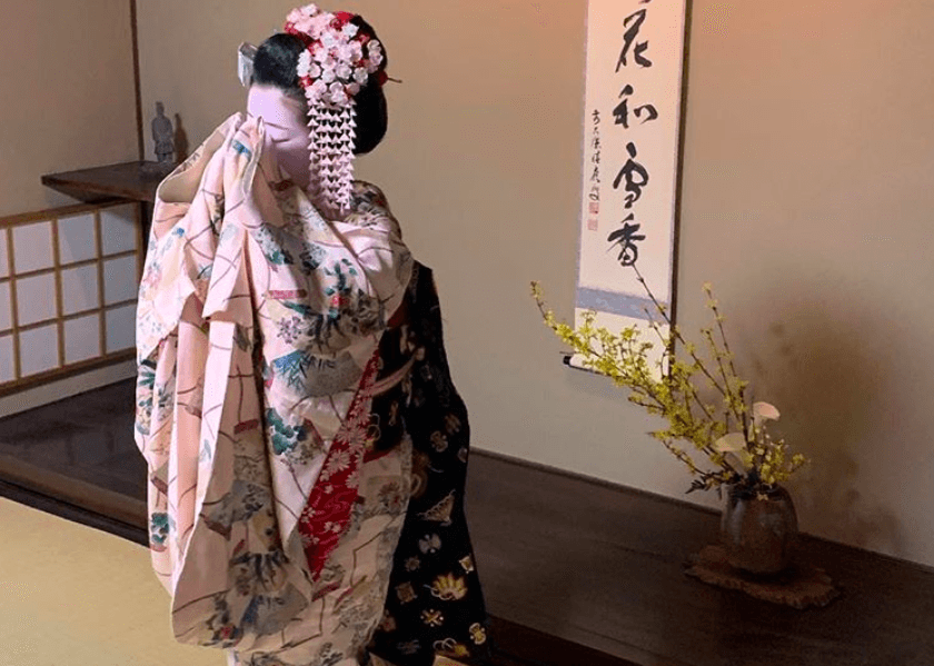 Maiko Geisha Dinner Show ( Held on Mon. Tue. Thu. Sat.)