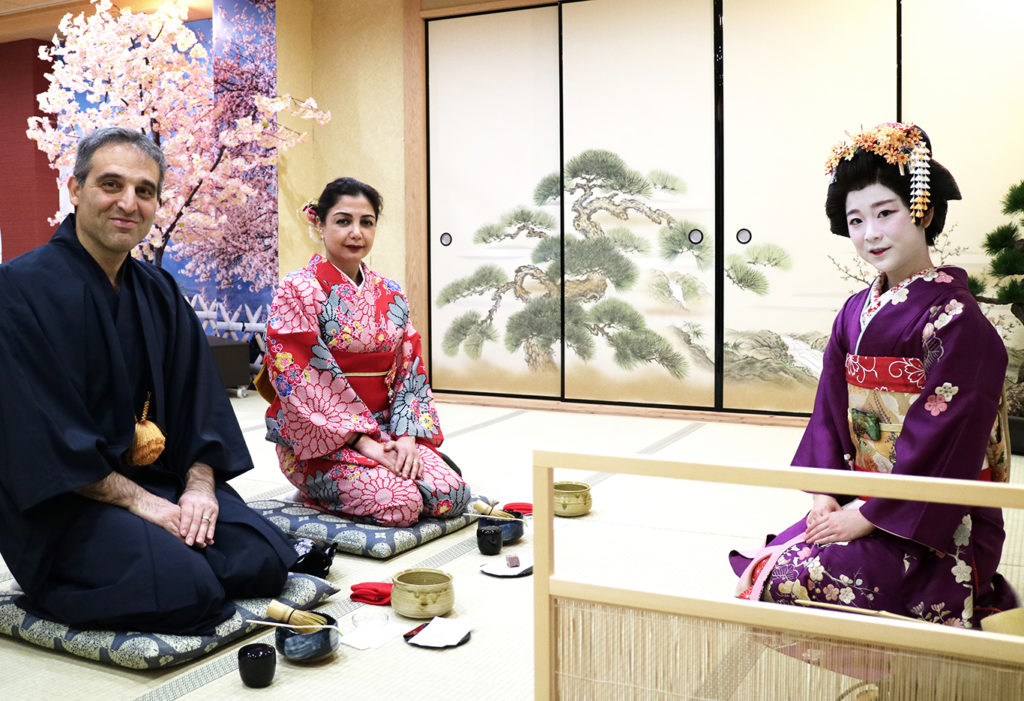 Geisha & Maiko tea ceremony in Kyoto Maikoya