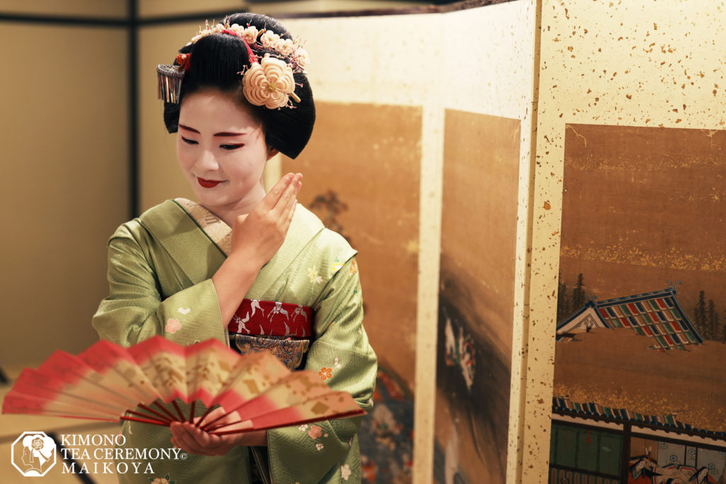 Geisha Show & Special Lunch in Kyoto + Gion Walking Tour
