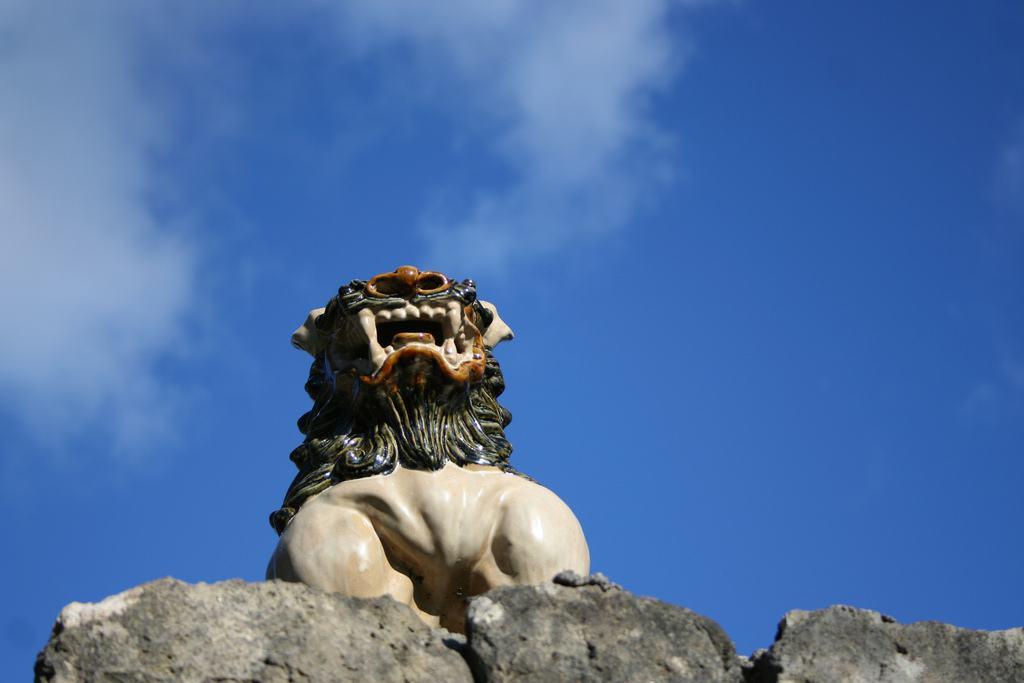 สิงโตบนหลังคา