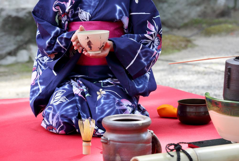 Why do people turn their bowls during the tea ceremony?